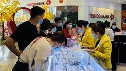 Người dân TP Hồ Chí Minh nhộn nhịp mua vàng ngày vía Thần tài