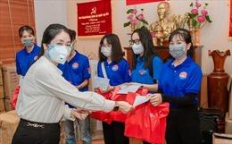 TP Hồ Chí Minh: Nhiều phần quà ý nghĩa gửi đến các lực lượng chống dịch, người nghèo
