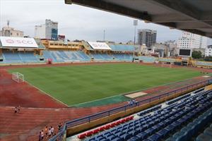 Sân vận động Hàng Đẫy nứt nẻ, bong tróc sau 60 năm hoạt động