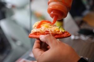 Bánh pizza Thanh long đắt hàng mùa dịch COVID-19