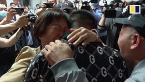 Cảm động người mẹ đoàn tụ với con trai bị bắt cóc sau 26 năm tại Trung Quốc