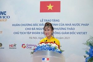 Doanh nhân Nguyễn Thị Phương Thảo nhận Huân chương Bắc đẩu bội tinh của Pháp