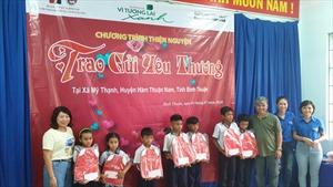 Agribank Chi nhánh Trung tâm Sài Gòn tặng 240 triệu đồng cho vùng khó khăn Bình Thuận