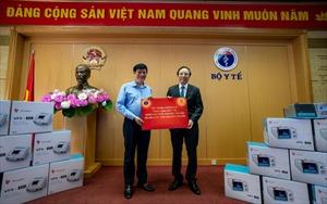 Vingroup trao tặng 1.7000 máy thở xâm nhập và tài trợ hóa chất cho 56.000 xét nghiệm COVID-19