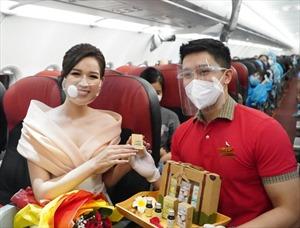 Cùng Hoa hậu Đỗ Thị Hà đón ngày 20/10 đặc biệt trên máy bay Vietjet