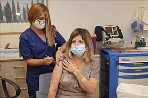 Israel chuẩn bị tiêm mũi 3 vaccine của Pfizer cho người lớn tuổi