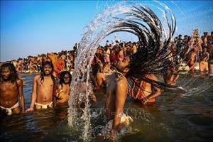 Hàng triệu người đổ về Allahabad ngâm mình dưới dòng sông thiêng