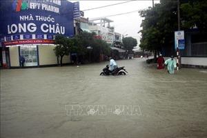 Trung Bộ tiếp tục mưa to, lũ trên sông Vệ tại Quảng Ngãi đạt đỉnh
