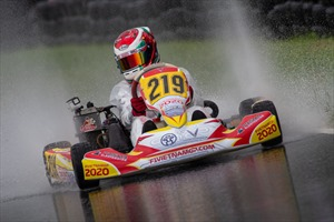 Tay đua Go-Kart trẻ tuổi nhất Việt Nam Doug Phạm nhận học bổng phổ thông Mỹ