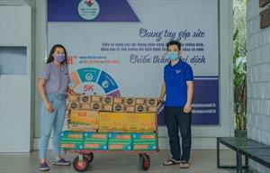 Nestlé Việt Nam hỗ trợ 8.000 phần quà đến tình nguyện viên chống dịch