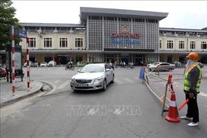 Rào chắn phố Trần Hưng Đạo để thi công nhà ga đường sắt đô thị Nhổn - Ga Hà Nội