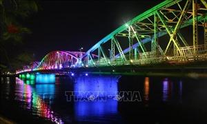 Cầu Trường Tiền lung linh với hệ thống đèn Led mới