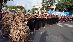 Rực rỡ sắc màu Lễ hội đường phố tỉnh Kon Tum