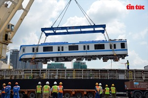Thêm hai đoàn tàu tuyến metro Bến Thành – Suối Tiên cập cảng TP Hồ Chí Minh