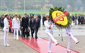 Đoàn Kiều bào tiêu biểu dự chương trình 'Xuân quê hương 2020'' viếng Chủ tịch Hồ Chí Minh
