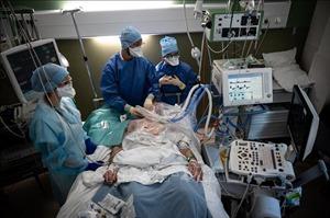 Pháp ghi nhận số ca tử vong do COVID-19 vượt 100.000 ca