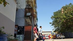 Cận cảnh chung cư nghiêng dọa sập khiến 38 hộ dân 'tháo chạy' cận Tết