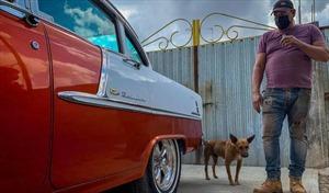Người thợ máy tài ba giúp ô tô cổ lăn bánh tại Cuba