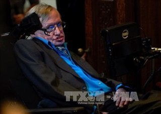 Vĩnh biệt 'Điều phi thường' Stephen Hawking