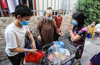 Ấm lòng cư dân 'xóm chạy thận'mùa dịch COVID-19