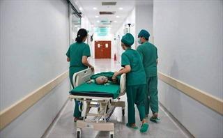 Vỡ òa hạnh phúc sau ca phẫu thuật thành công tách cặp song sinh Trúc Nhi – Diệu Nhi