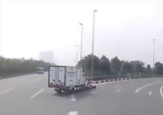 Đi ẩu, xe tải tông người đi xe máy
