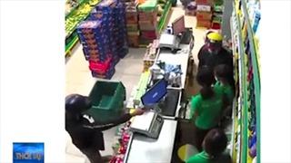 Truy bắt 2 đối tượng dùng súng cướp Bách hóa Xanh