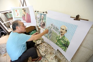 Người họa sĩ sở hữu 500 bức ảnh Bác Hồ được ghép từ những con tem
