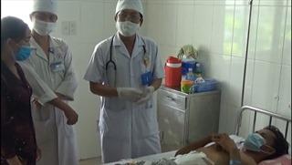 Cứu sống bệnh nhân bị máy cắt cỏ chém thủng bụng