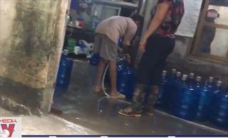 Cẩn trọng với chất lượng nước uống đóng bình giá rẻ