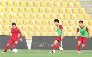 Tuyển Việt Nam làm quen sân Zabeel, chuẩn bị cho trận đấu với UAE