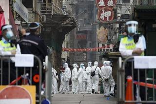 Động thái chưa có tiền lệ: Hong Kong phong tỏa 200 tòa chung cư để chặn COVID-19