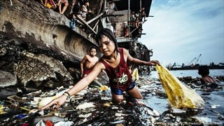 'Cô bé nhặt rác thải nhựa' đoạt giải bức ảnh năm 2019 của UNICEF