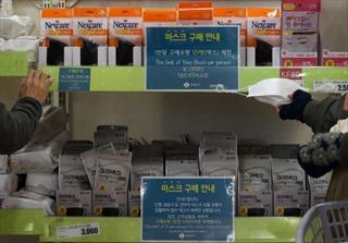 Hàn Quốc nỗ lực bình ổn giá khẩu trang và nước rửa tay