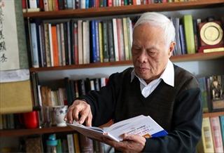 Giáo sư Phong Lê: Viết như định mệnh, như lẽ sống, như đam mê