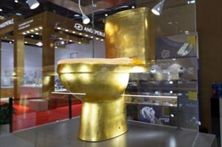 Bồn cầu làm bằng vàng dát 41.000 viên kim cương