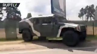 Xe quân sự nườm nượp đổ về thủ đô Belarus trong ngày bầu cử