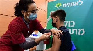 Israel mở rộng tiêm vaccine COVID-19 cho thanh thiếu niên, phục vụ thi cử
