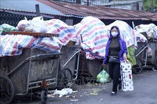 Hà Nội 'ngộp thở' vì rác thải