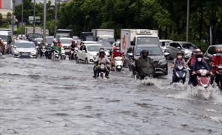 TP Hồ Chí Minh mưa lớn, nhiều tuyến đường ngập sâu