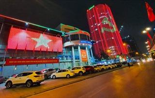 Nhiều tòa nhà cao tầng Hà Nội chiếu đèn led chào mừng Đại hội XIII của Đảng