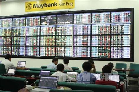 Cổ phiếu ngân hàng giảm mạnh, VN-Index mất gần 3 điểm
