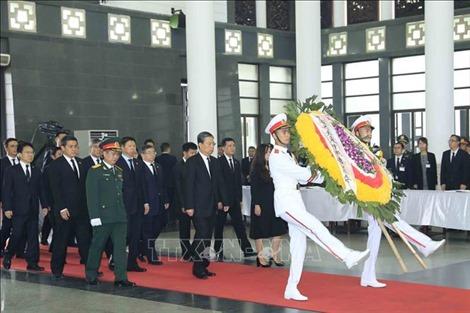 Đoàn nước CHND Trung Hoa viếng Chủ tịch nước Trần Đại Quang