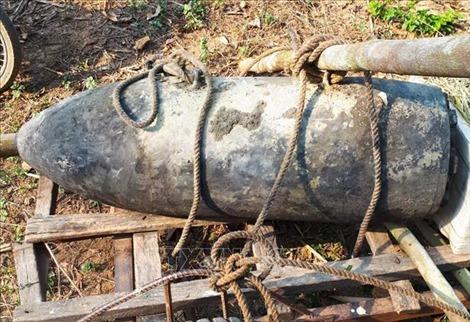 Phát hiện quả bom gần 250kg dưới lòng suối ở Điện Biên