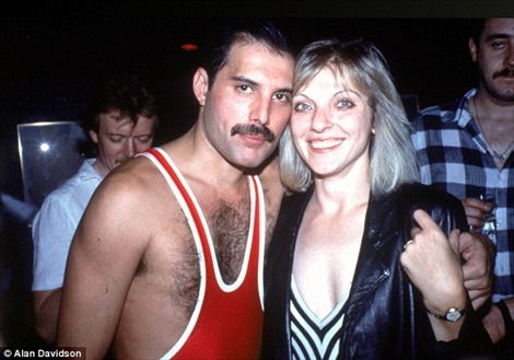 Người phụ nữ không phải vợ nhưng nhận nửa tài sản thừa kế của Freddie Mercury