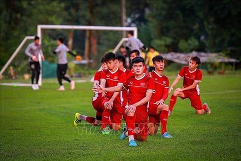 AFF Suzuki Cup 2018: Mưa cực lớn, tuyển Việt Nam lùi giờ tập