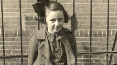 Hành trình thoát khỏi chuyến tàu tử thần của cô bé Do Thái 10 tuổi