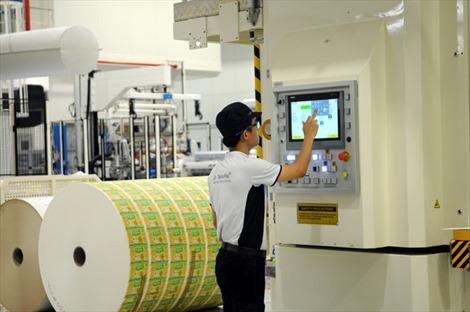 Việt Nam lần đầu tiên có nhà máy sản xuất vật liệu hộp giấy tiệt trùng