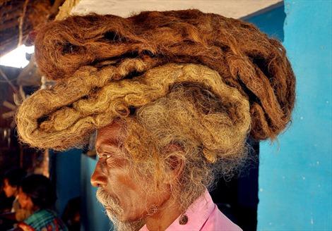 Không cắt tóc, không gội đầu suốt 40 năm để… giữ phước lành