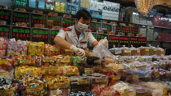 TP Hồ Chí Minh: Lấy mẫu xét nghiệm nhanh giò chả, thịt tươi sống, mứt Tết